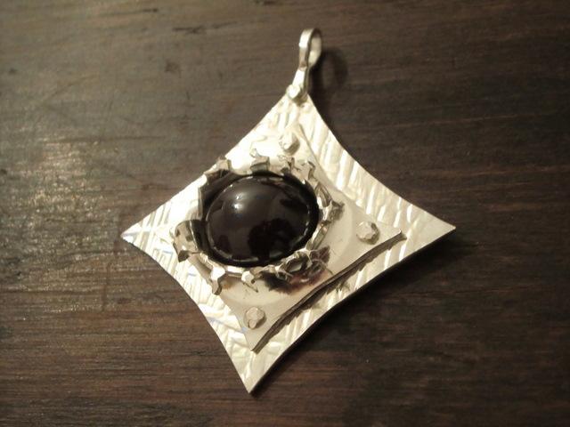 004b-bullethole-pendant-with-star-garnet